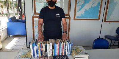 Foto Matéria CI 2300 011 2021 – Doação de livros náuticos